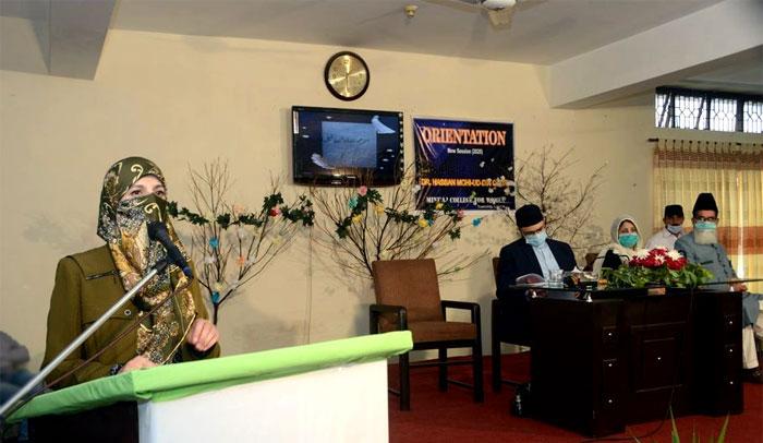 Dr Ghazala Hassan Qadri addresses MCW students
